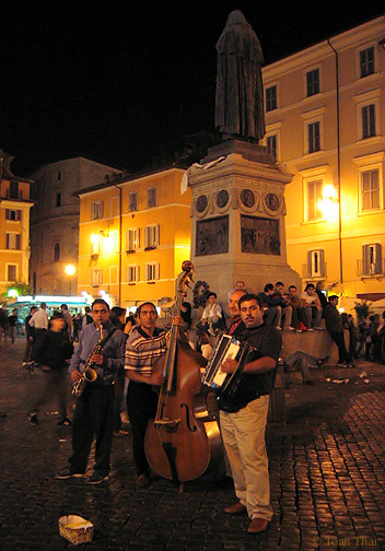Campo de' Fiori. www.toanthai.com/italy2003/rome2003